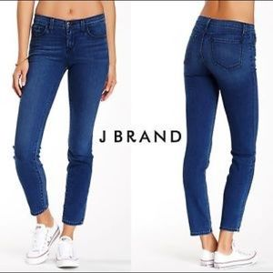Mid Rise J Beand Jeans 811 in Bayview